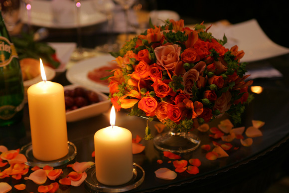 can-din-6-romantic-dinner-date-table-decoration-candle-flowers