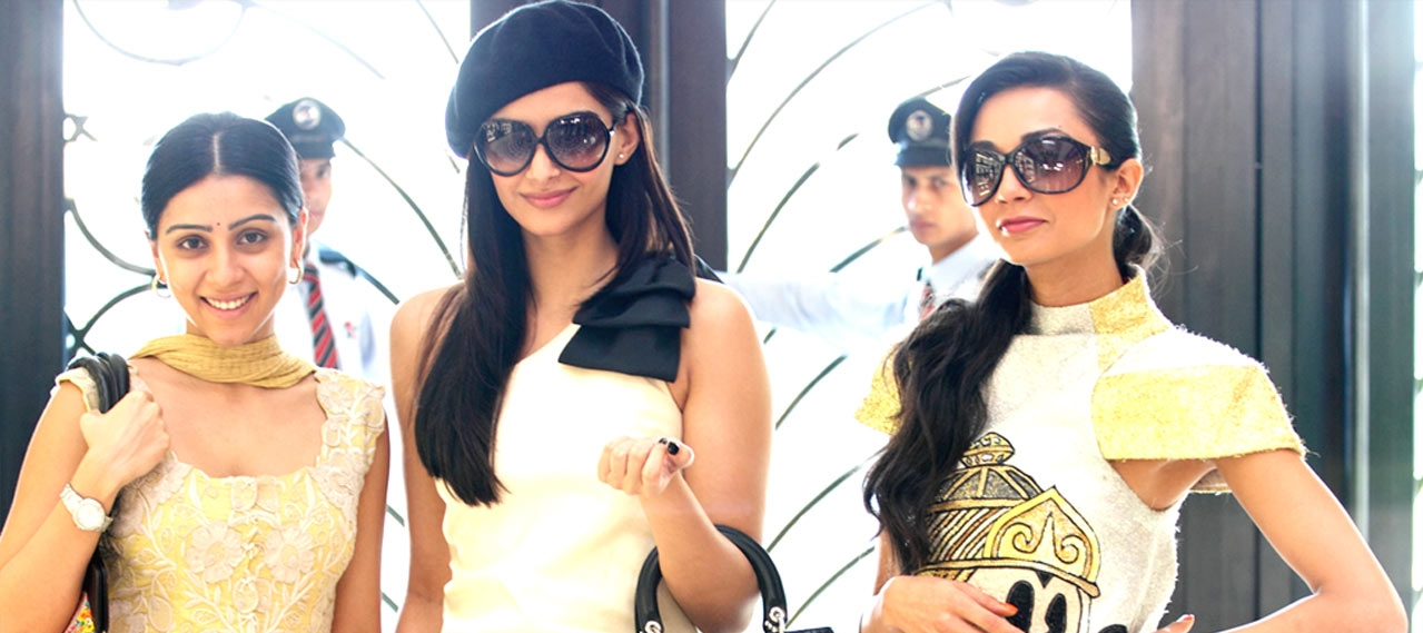 aisha-shoping-girls-friends-sonam-kapoor